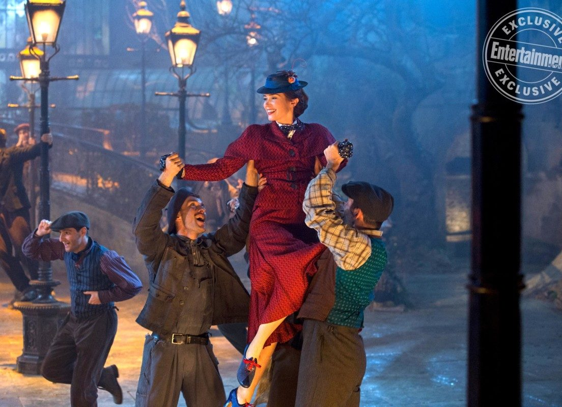 Mary Poppins Returns: Emily Blunt gets a showstopping lift through London! 1