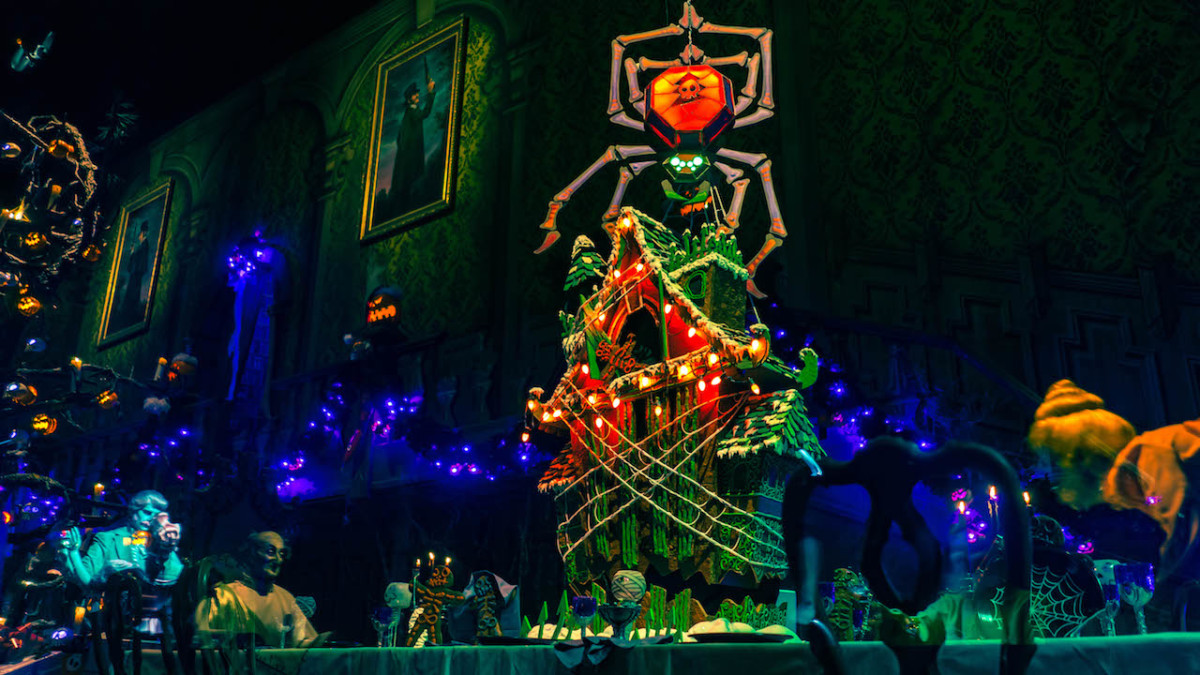 First Look: 2018 Haunted Mansion Holiday Gingerbread House at Disneyland Park 86