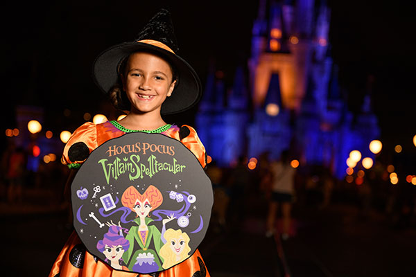 Kid enjoying the Hocus Pocus Villain Spelltacular at Magic Kingdom Park