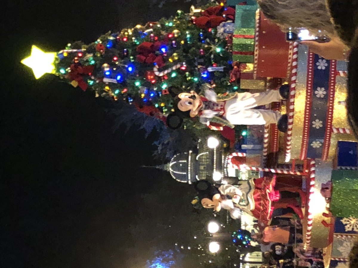 Mickey's Once Upon a Christmastime Parade #verymerry 1