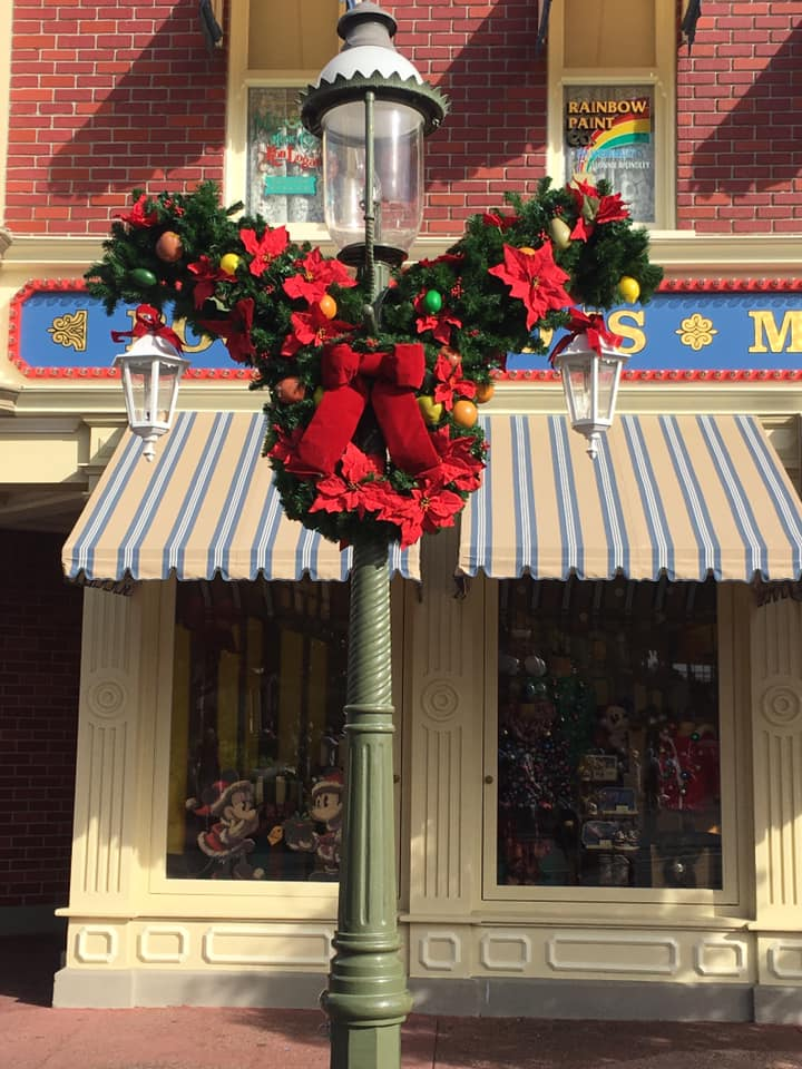 Christmas Decorations are Appearing at Magic Kingdom! 4