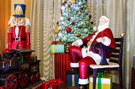 Holiday festivities and Santa return to the Walt Disney World Swan and Dolphin Resort 3