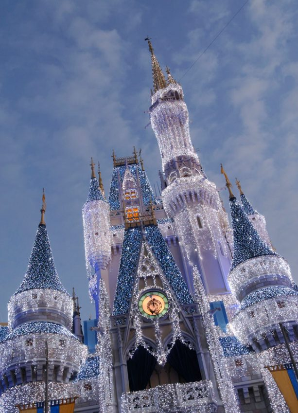 Disney Parks Brings Star-Studded Celebrations to ABC and Disney Channel This Holiday Season 1