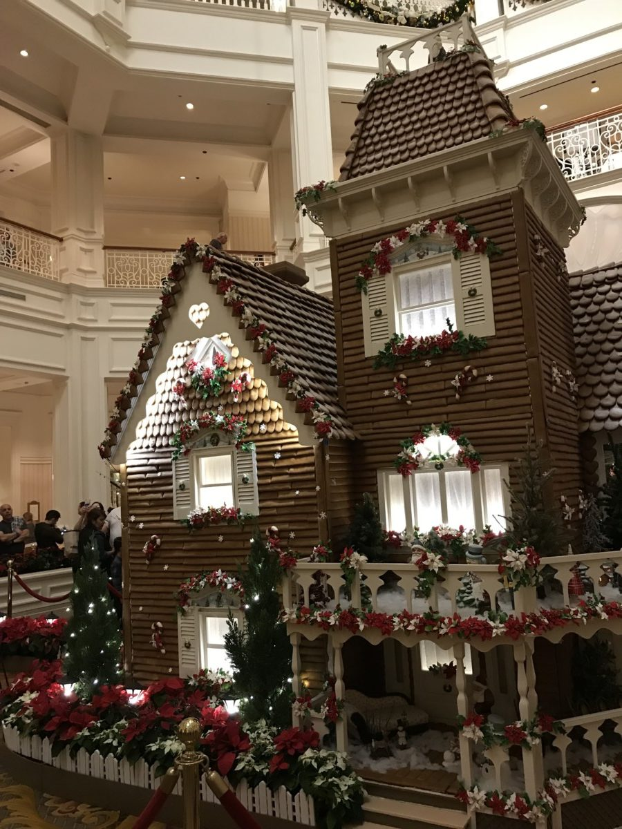 Holiday Decor at Disney's Grand Floridian Resort and Spa 7