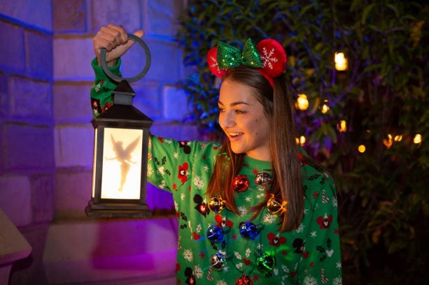 Take a Shine to Glowing Disney PhotoPass Props at Walt Disney World Resort 14