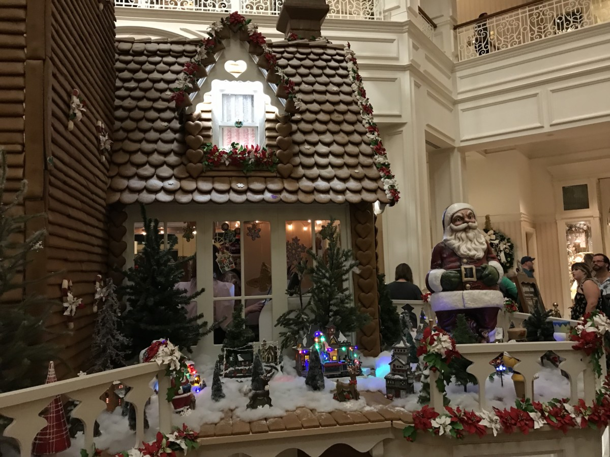 Holiday Decor at Disney's Grand Floridian Resort and Spa 9