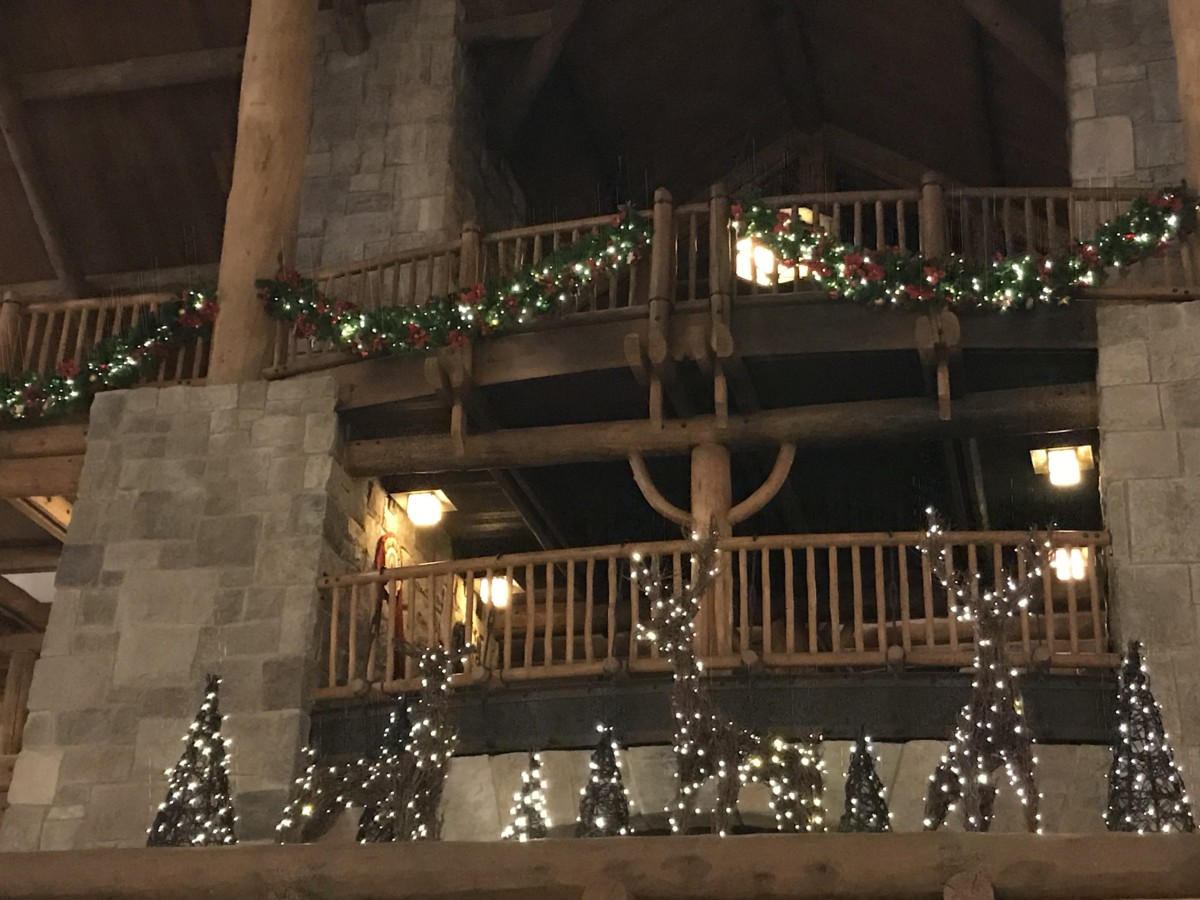 Holiday Decor at Wilderness Lodge 7