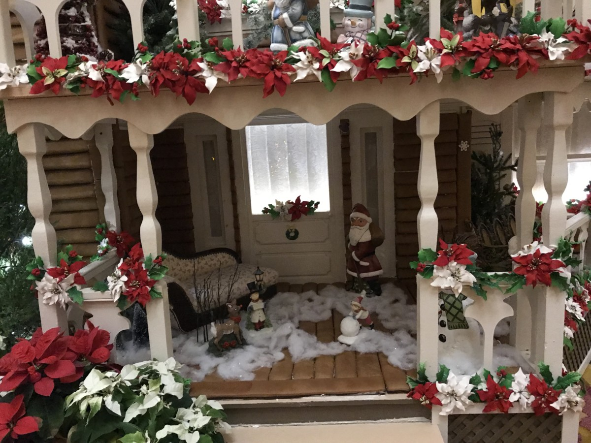 Holiday Decor at Disney's Grand Floridian Resort and Spa 8
