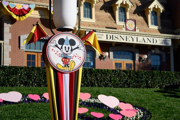 Commemorative sign for Valentine's month, Disneyland park
