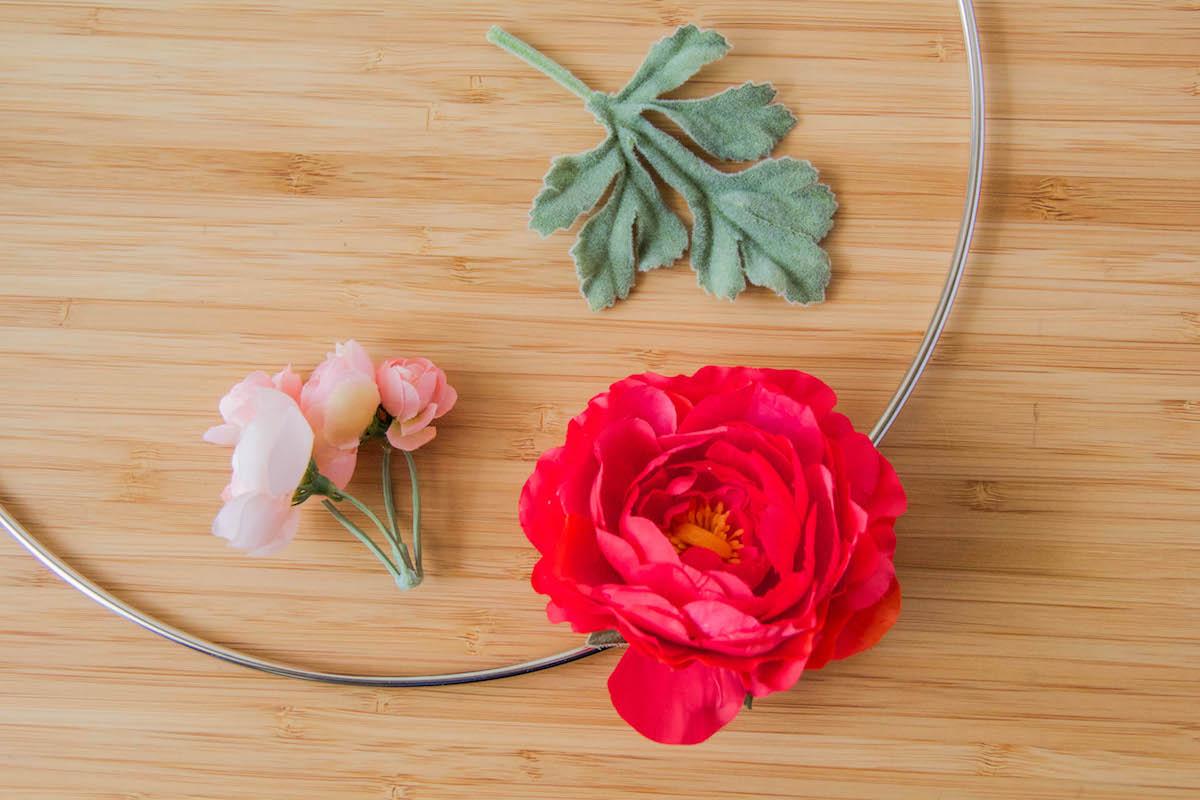 DIY Minnie Floral Wreath 4