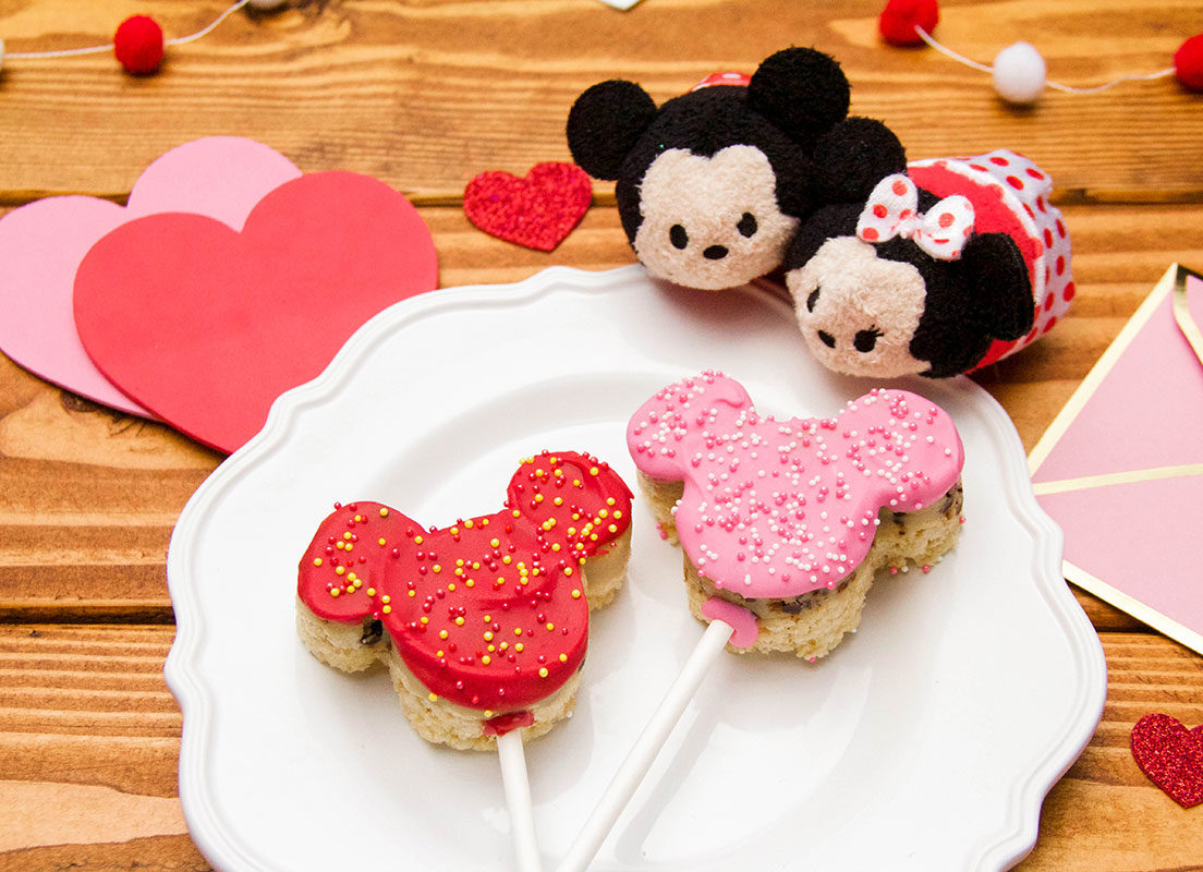 Mickey & Minnie Cookie Dough Crispy Valentine's Day Pops 3