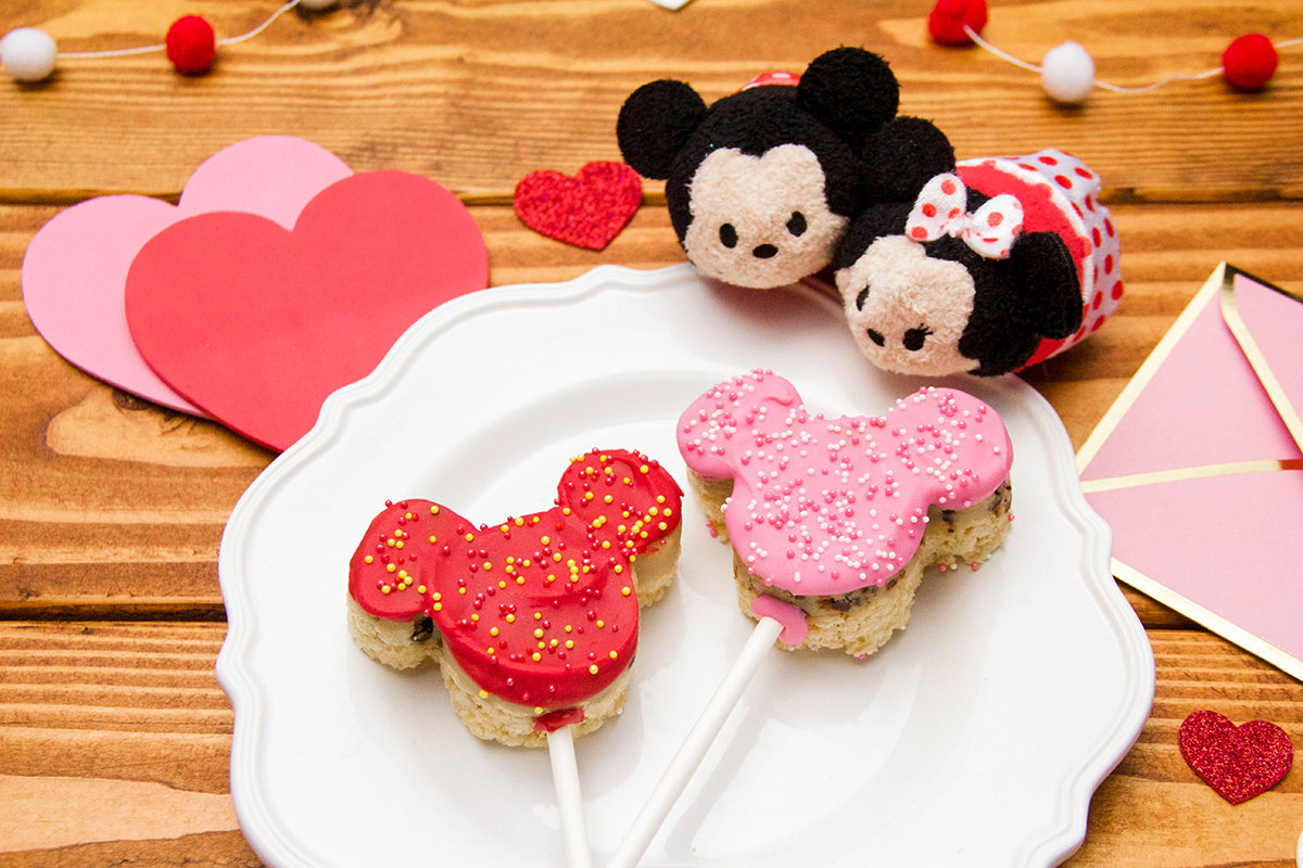 Mickey & Minnie Cookie Dough Crispy Valentine's Day Pops 1