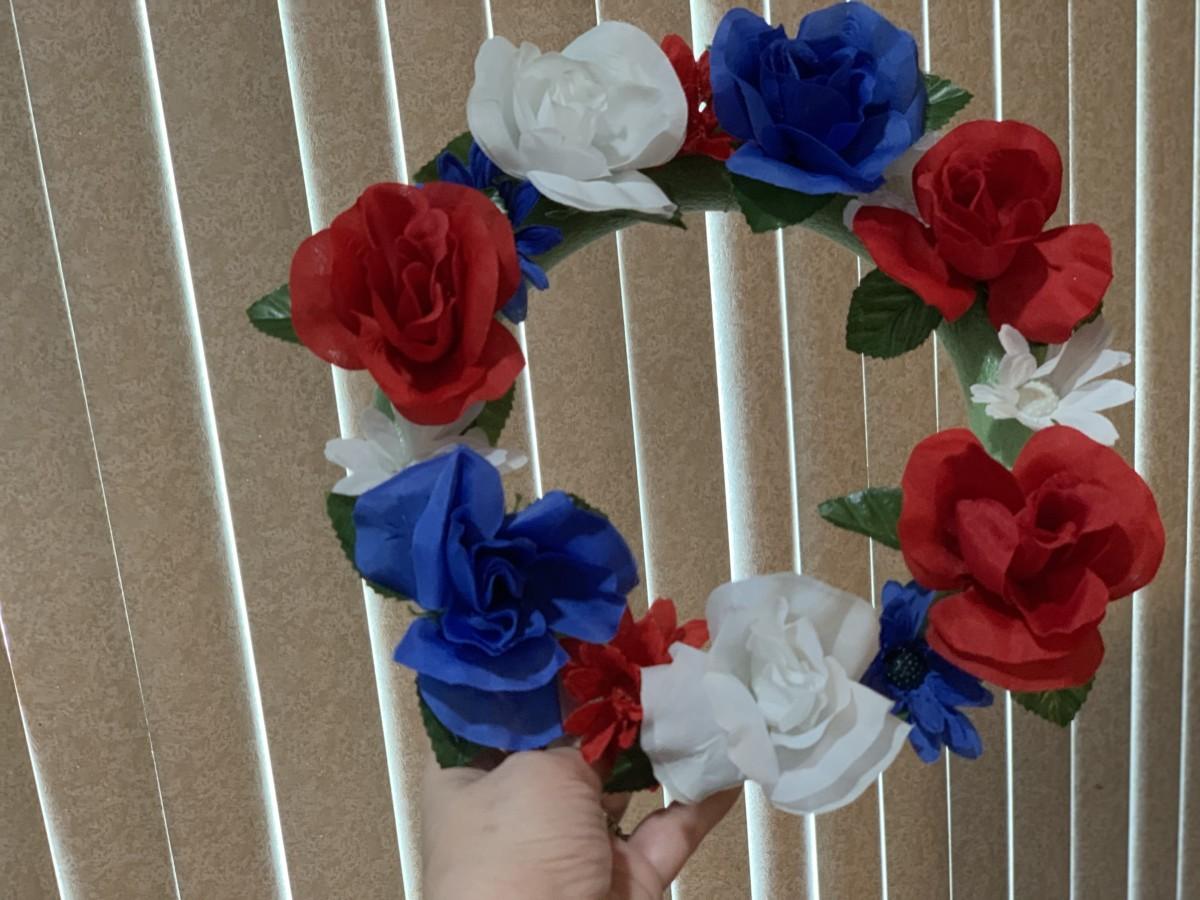 DIY Mickey Wreath 4