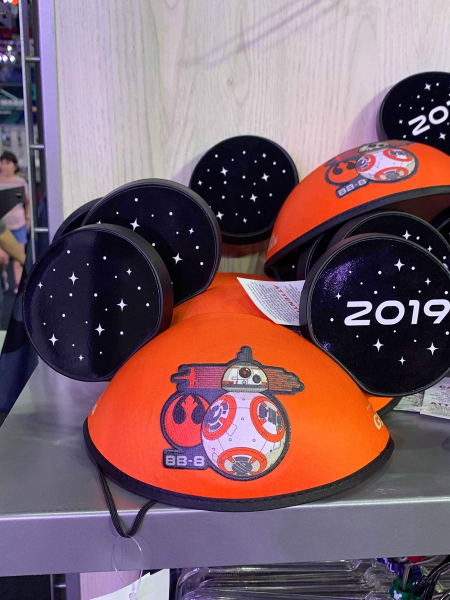 Merchandise from the 2019 Star Wars Rival Run Weekend 33