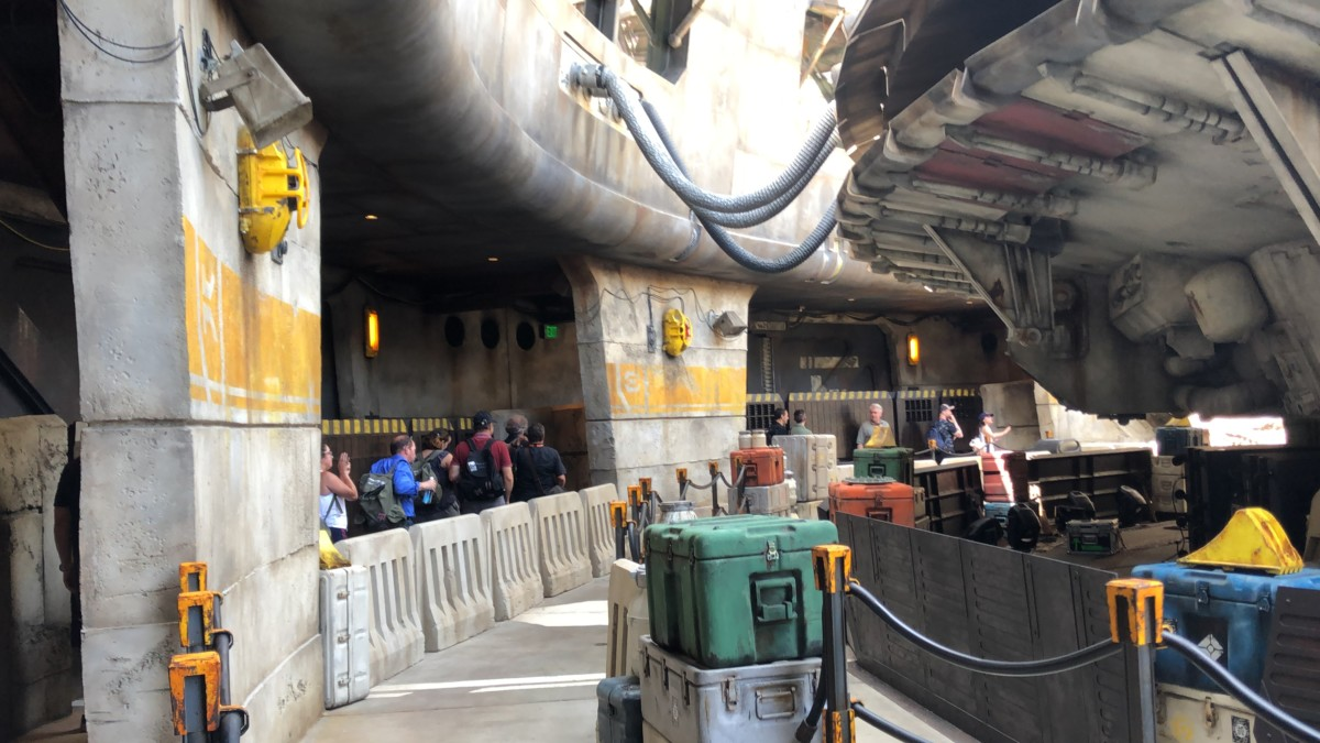 Your First Look at Star Wars: Galaxy's Edge #disneyland #galaxysedge 9