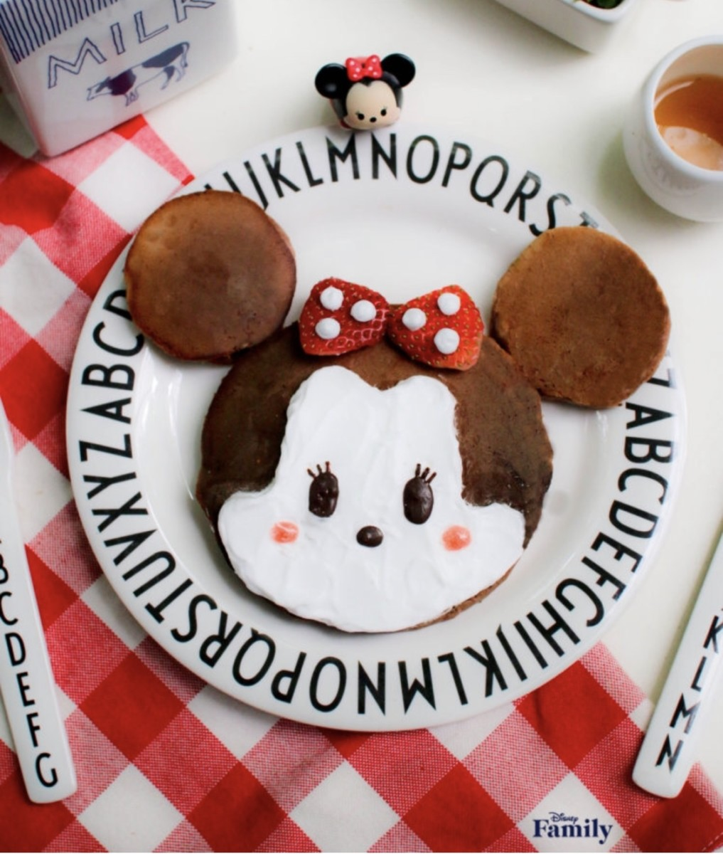 Mother's Day Breakfast with Minnie Mouse Tsum Tsum Pancakes 1