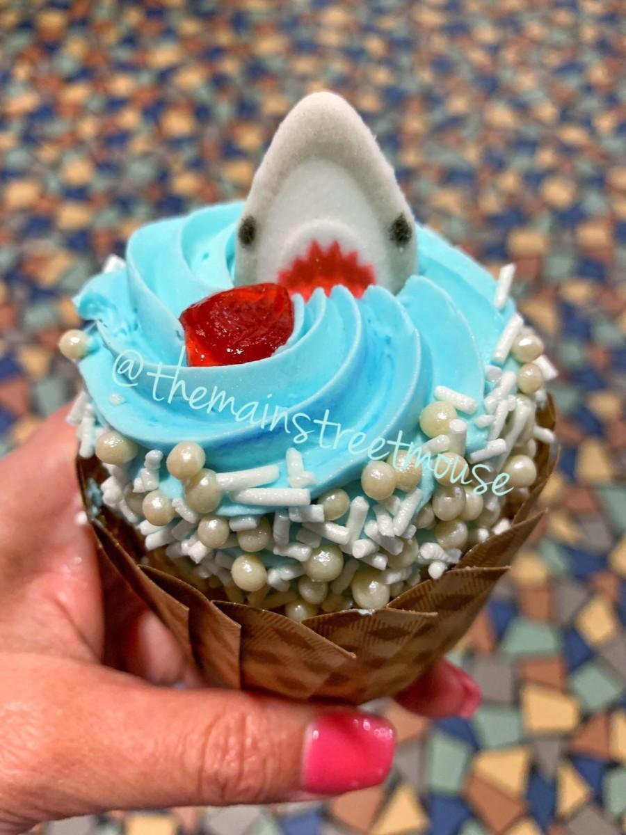NEW Cupcakes at Disney's Pop Century Resort! #DisneyLife 5