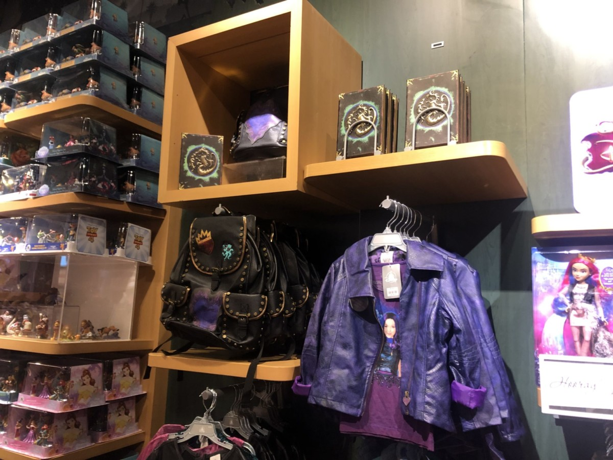 New Descendants 3 Merch at the Disney Store! #descendants3 2