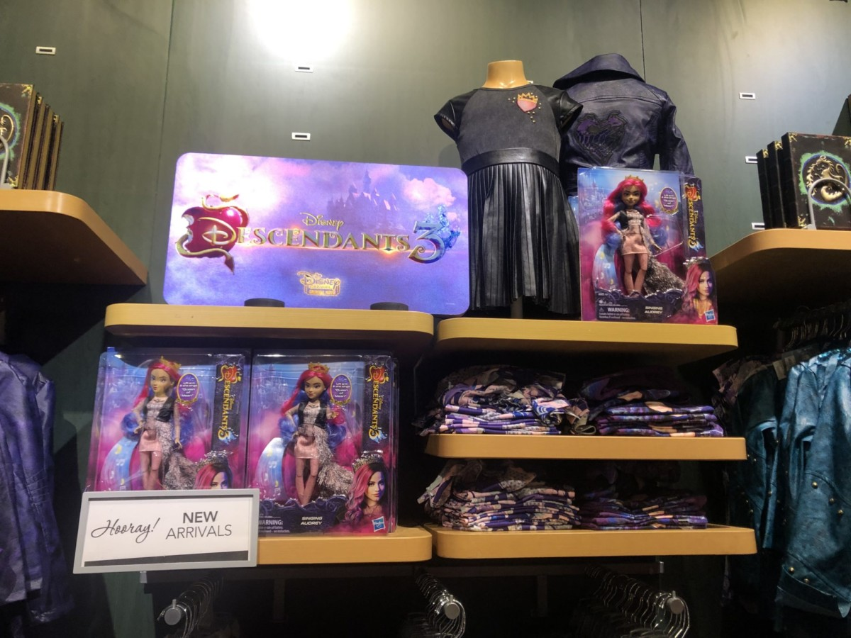 New Descendants 3 Merch at the Disney Store! #descendants3 13