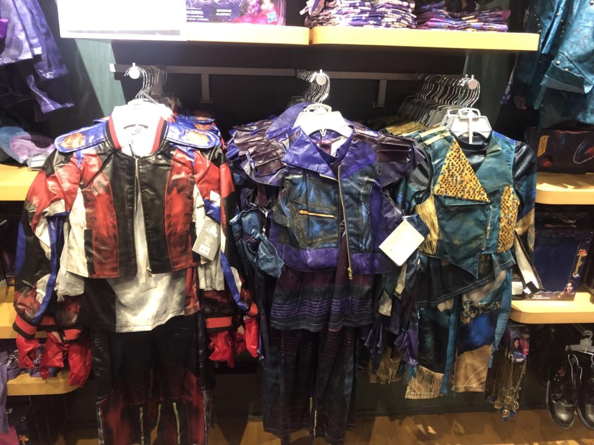 New Descendants 3 Merch at the Disney Store! #descendants3 3
