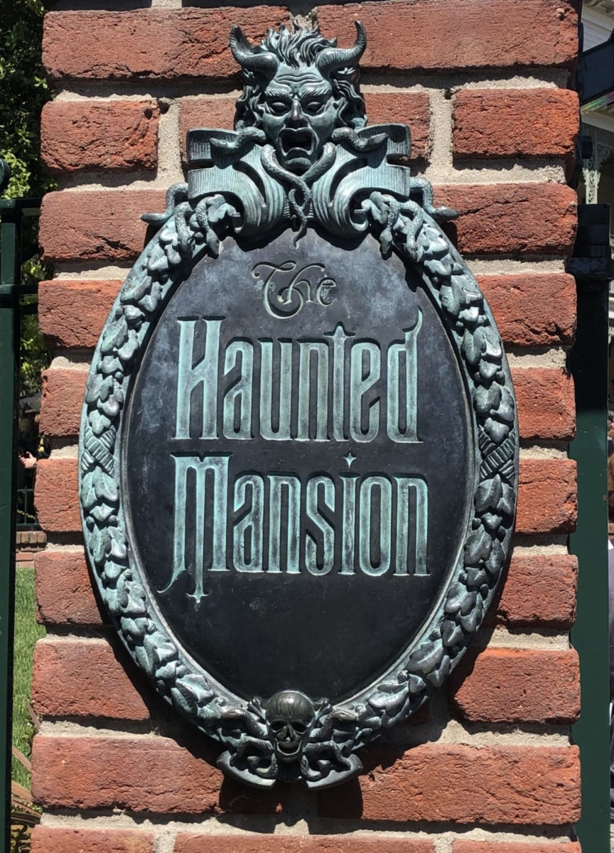 What Is The Pepper's Ghost Effect Inside The Haunted Mansion 1