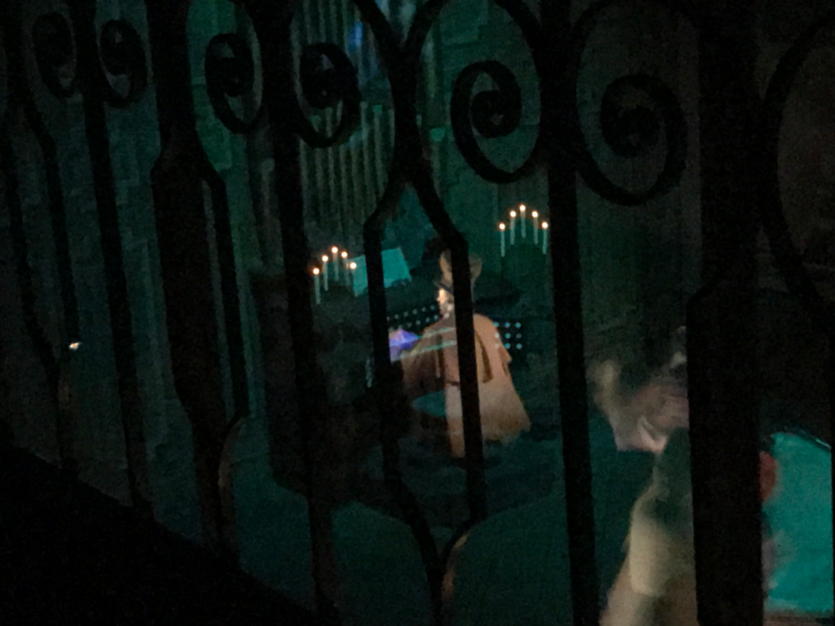 What Is The Pepper's Ghost Effect Inside The Haunted Mansion 4