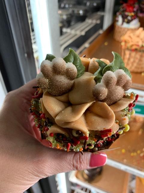 NEW Cupcakes at Disney's Pop Century Resort! #DisneyLife 4