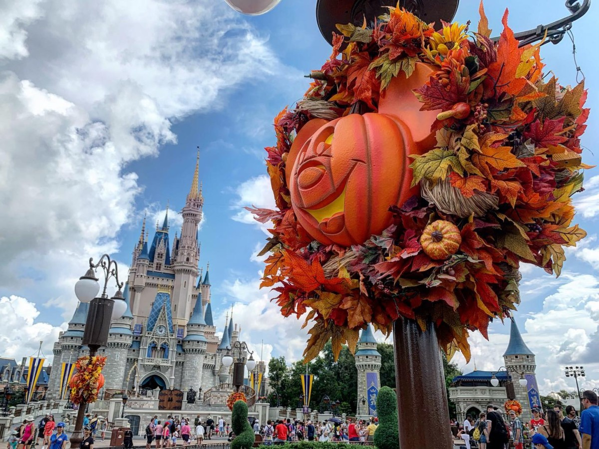 Halloween Decorations at Magic Kingdom! Boo to You! 9