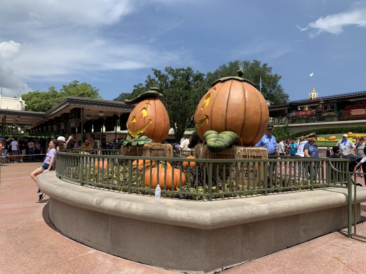 Halloween Decorations at Magic Kingdom! Boo to You! 3