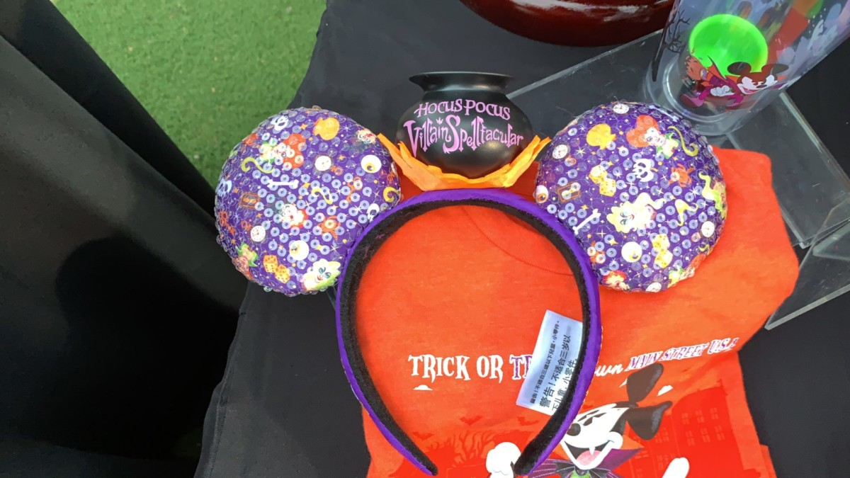 Mickey's Not So Scary Halloween Party Merchandise Overview With Steven Miller! #notsoscary 5