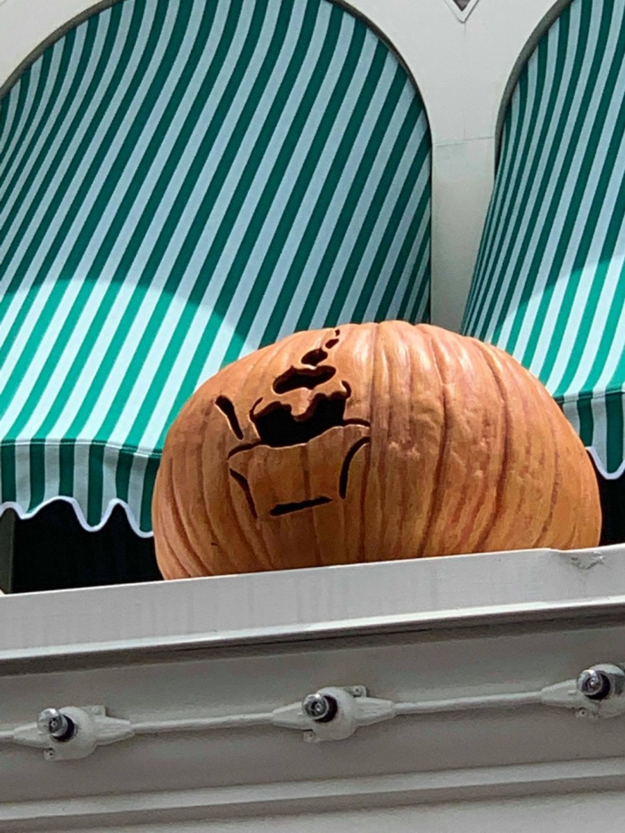 Pumpkins on Main Street USA, Magic Kingdom 7
