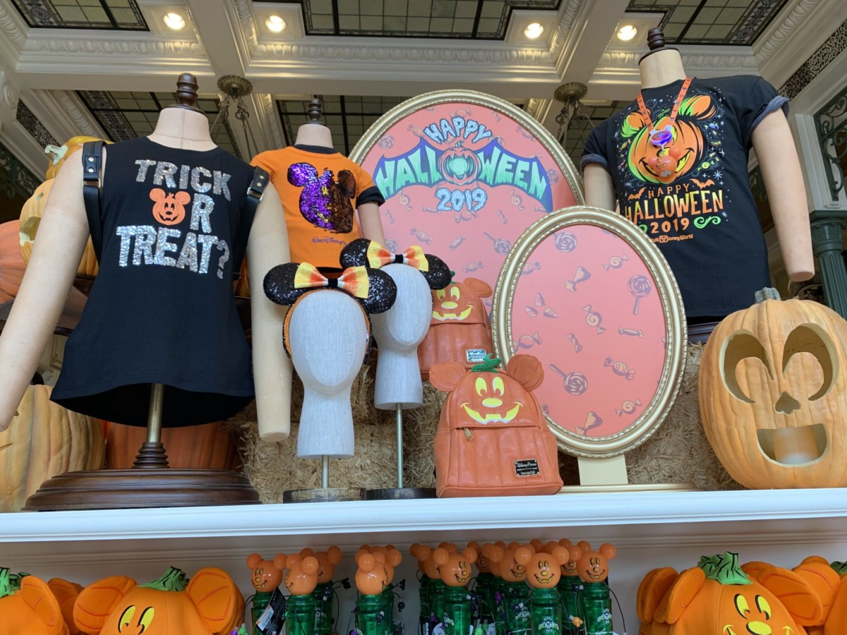 Halloween Decorations at Magic Kingdom! Boo to You! 10