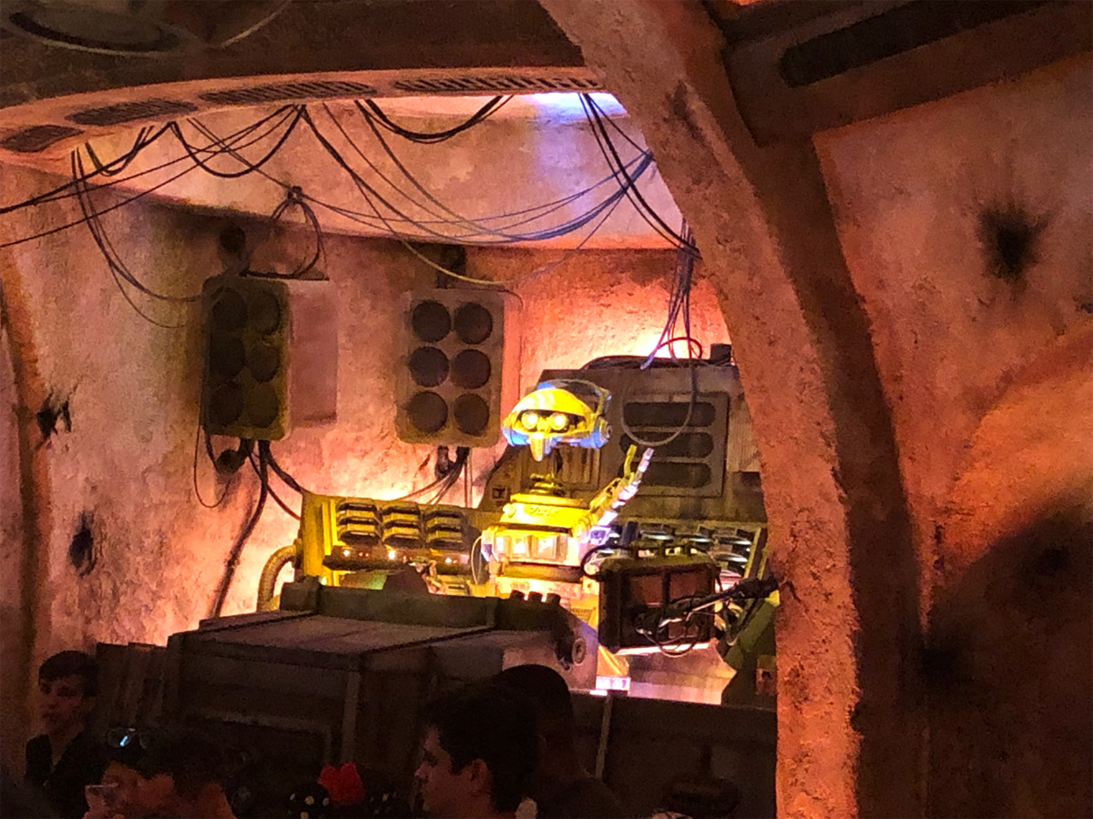 "The New ""Most Wretched Hive of Scum and Villainy"": A Review of Oga's Cantina at Star Wars: Galaxy's Edge 3"