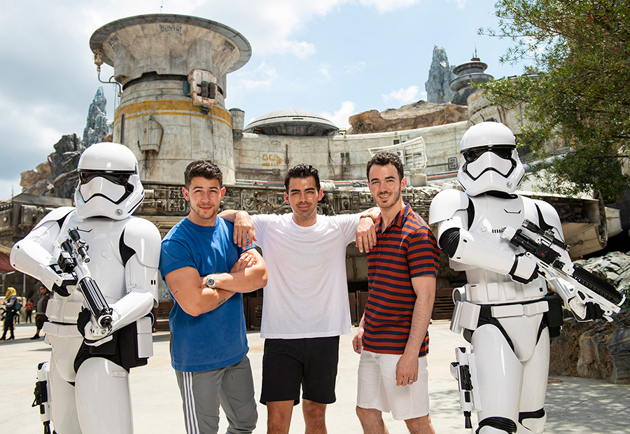 Jonas Brothers Get a Sneak Peek of Star Wars: Galaxy's Edge at Walt Disney World Resort 1