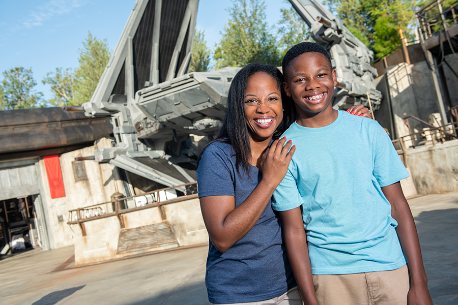 These Are the Photos You're Looking for! Discover Photo Ops Available in Star Wars: Galaxy's Edge at Disney's Hollywood Studios 4