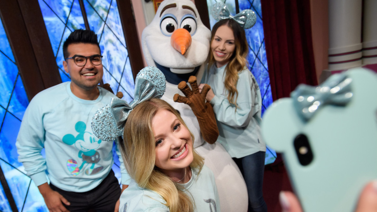 'Frozen'-Inspired Color Collection, Arendelle Aqua Debuts Around the World at Disney Parks and Online at shopDisney 8