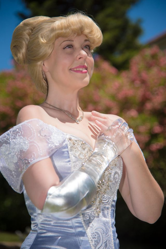 Woman With Glass Arm Dresses as Cinderella to Show Children Differences Can Be Beautiful 18