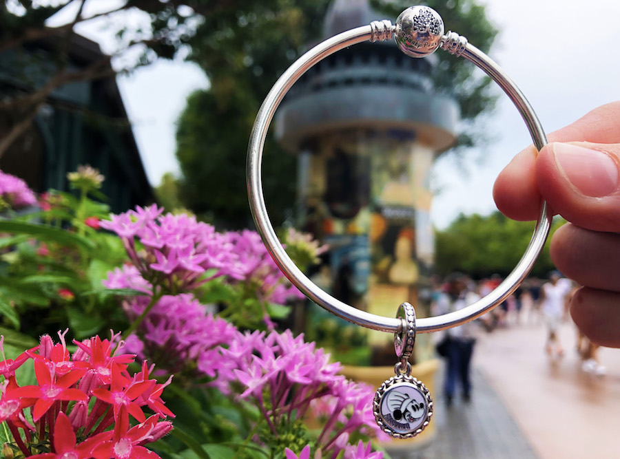 Passholder exclusive Pandora charm featuring Chef Mickey