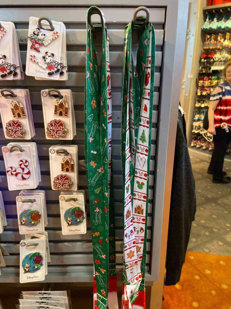 New Christmas Pins and MagicBand from Disney Parks! #disneyholidays 4