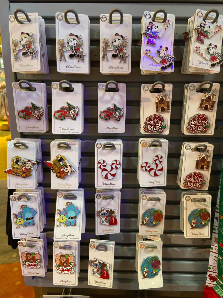 New Christmas Pins and MagicBand from Disney Parks! #disneyholidays 5