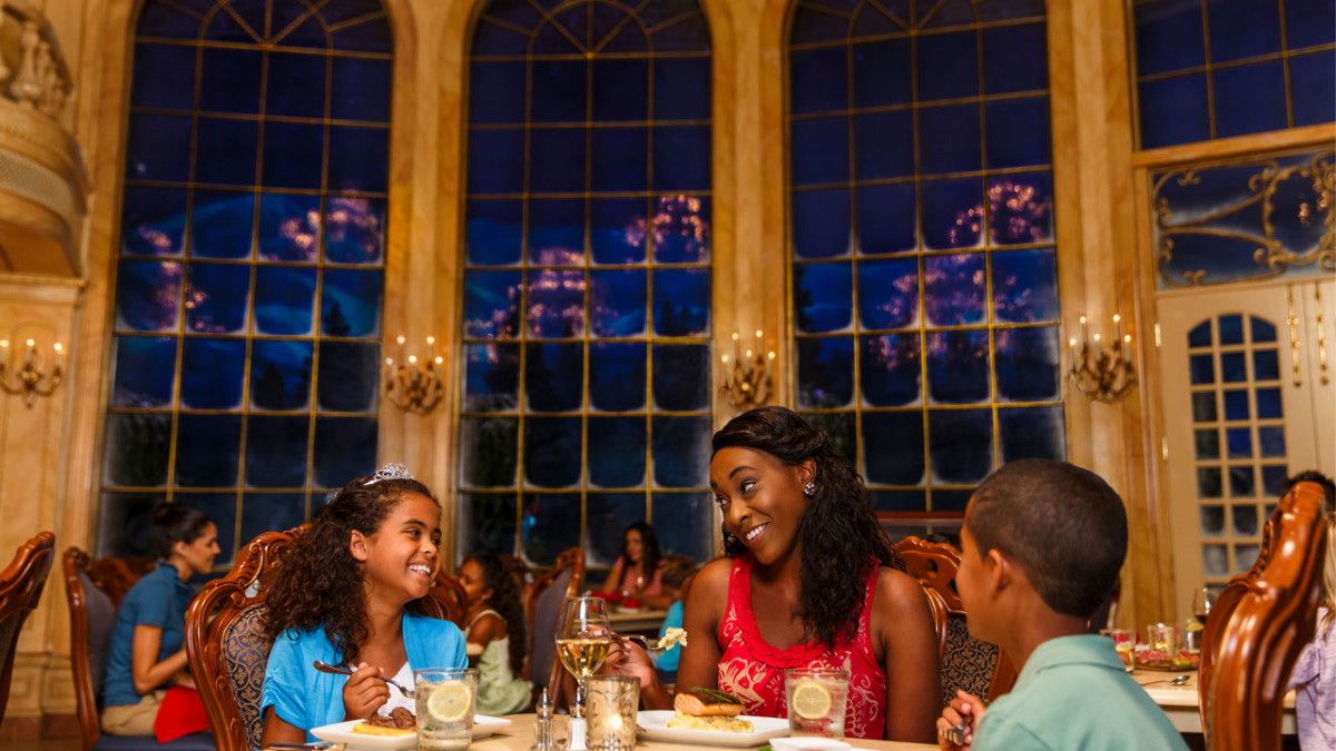 Enjoy Delicious Dining Experiences This Holiday Season at Walt Disney World Resort 8
