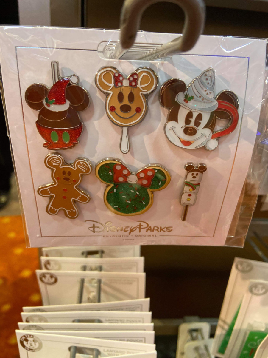 New Christmas Pins and MagicBand from Disney Parks! #disneyholidays 1