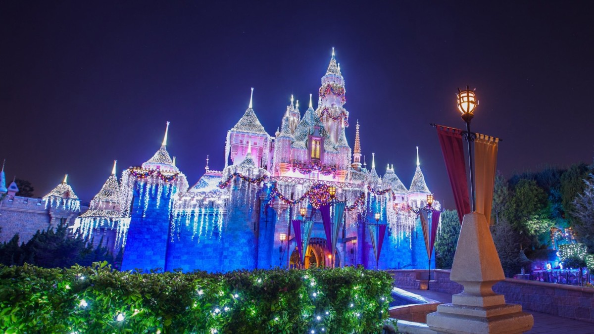 ABC and Disney Channel Bring the Magic of Disney Parks to Viewers with Three Holiday Specials Featuring Some of Today's Biggest Stars 6