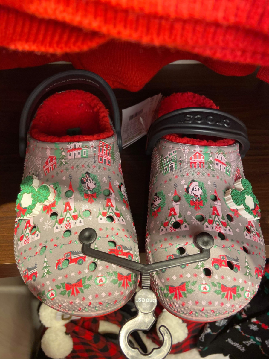 Disney Christmas Crocs? Oh Yes! #DisneyHolidays 4