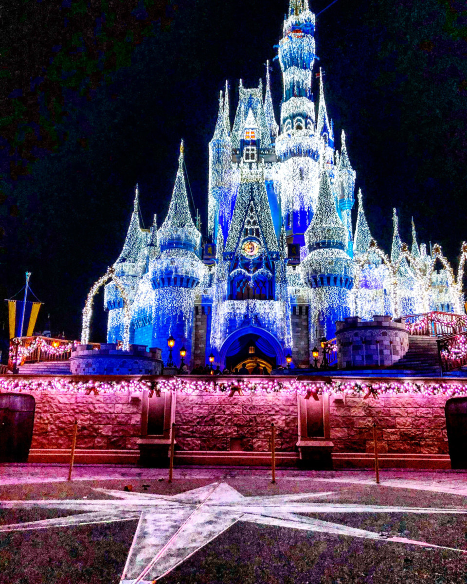 #DisneyParksLIVE: Watch the First 'A Frozen Holiday Wish' Castle Lighting of the Season on Nov. 3 2