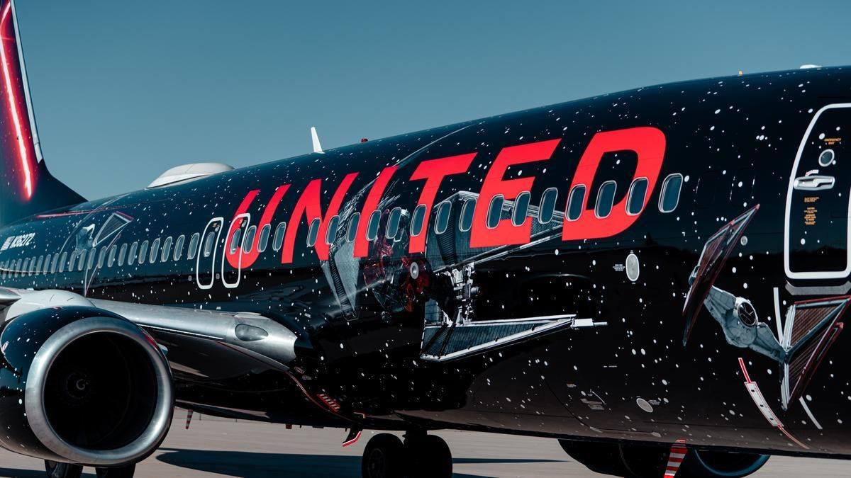 Sneak a Peek Inside United Airlines' Star Wars-Themed Airplane 8