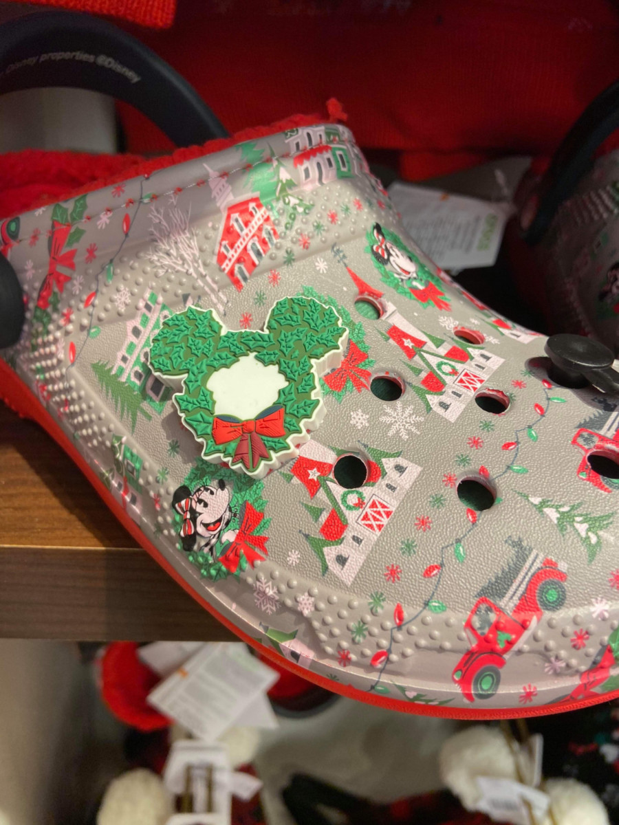 Disney Christmas Crocs? Oh Yes! #DisneyHolidays 8
