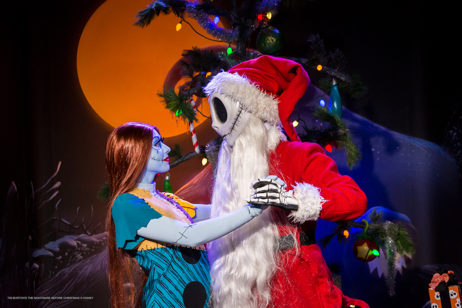 Capturing Memories During Mickey's Very Merry Christmas Party 9