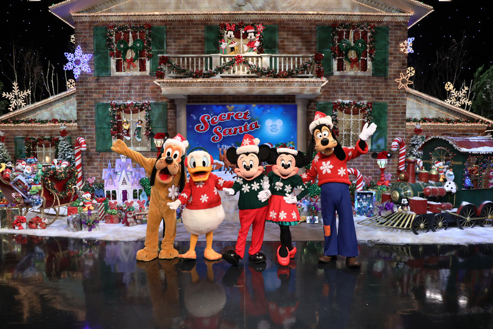 Contestants Compete for Disney Vacations on 'Wheel of Fortune' Secret Santa Week 17