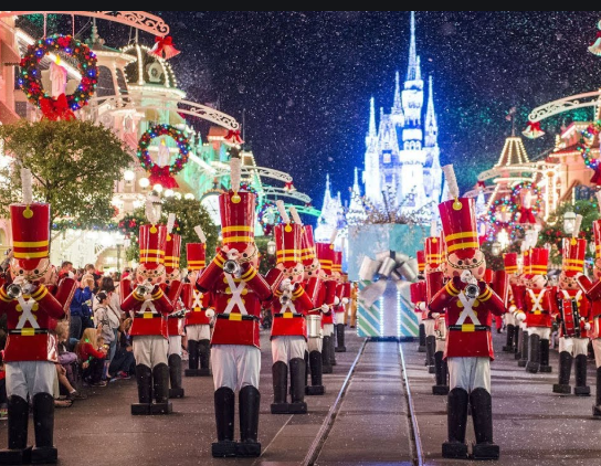 Favorite Things About the Holidays at Disney Destinations! Main Streeter Input! #DisneyHolidays 1